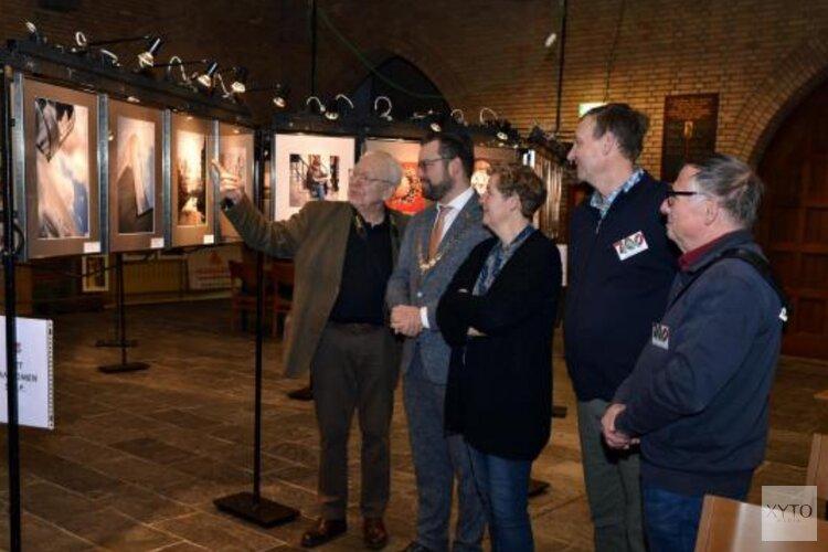 Burgemeester opent foto expositie Laurentiuskerk