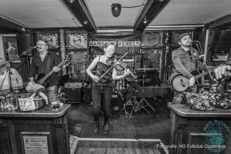 Irish folk band The Banshee Rebels in de folkclub Oosterleek